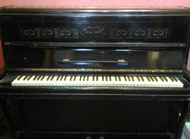 Пианино отдам  даром .