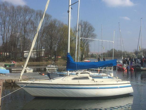 morski jacht żaglowy 7m (balastowy) Wykonane w Szwajcarii.