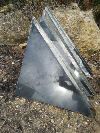 11 Mosaicos triangulares em granito preto polido
