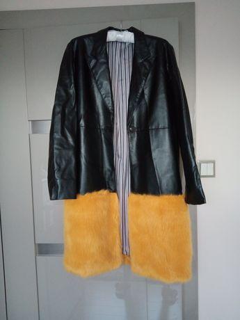Płaszcz z futerkiem - Zara