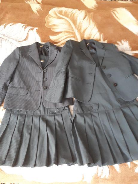 Вещи для близняшек, двойни. Школьная форма пиджак и сарафан. Цена за 2