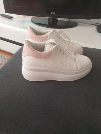 Buty sneakersy na platformie roz. 36