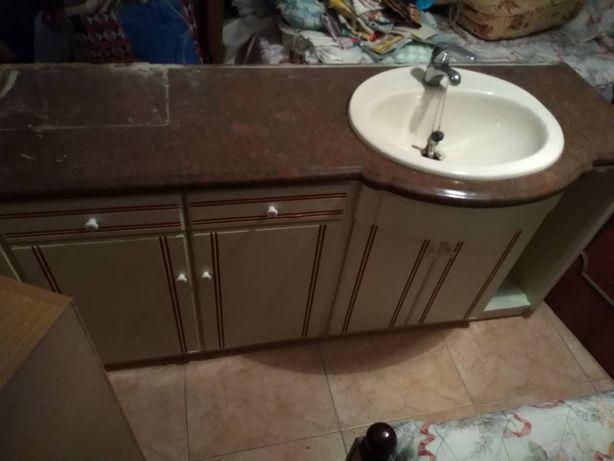 Móvel para casa de banho branco com lavatório em madeira lacada