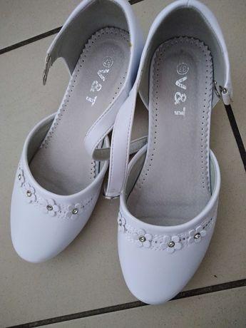 Buty na koreczku dla dziewczynki