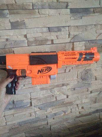 Nerf strike na naboje