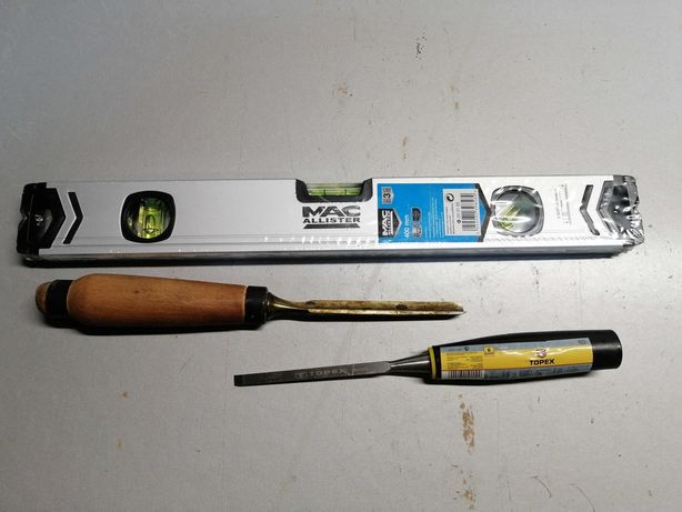 Narzędzia stolarskie dłuta i poziomica