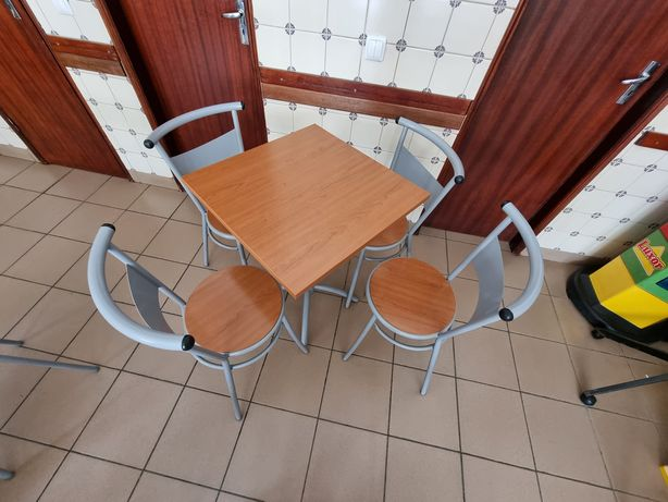 Conjunto mesa e quatro 4 cadeiras