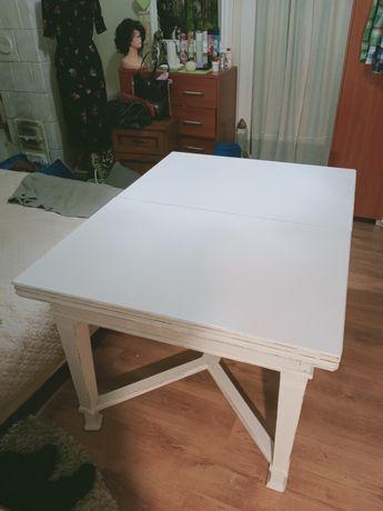 Rozkładany biały stół