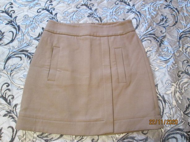 Красивая юбочка бежевого цвета