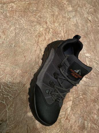 Трекенгові оригінальні кросівки