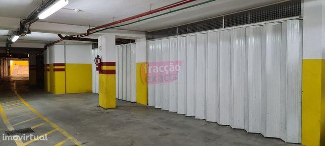 Garagem Área 50m2 | São Félix da Marinha