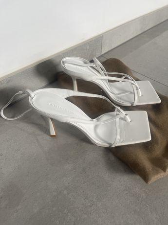 Sandaly biale Bottega