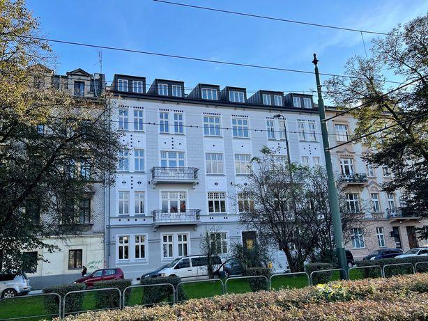 Trzy sypialnie plus salon z aneksem, dwa balkony, dwie łazienki