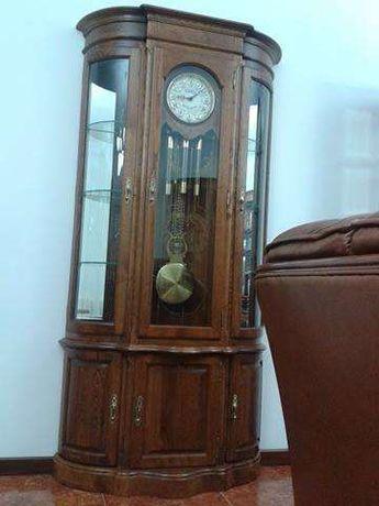 Móvel com relógio de pé para sala de Jantar em Carvalho