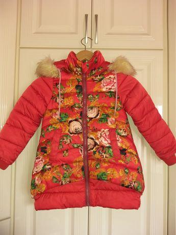 Продам зимнюю курточку 4-5лет