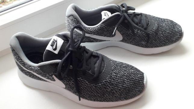 Buty Nike Tanjun 42/26,5.