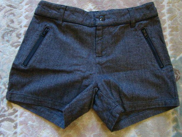 Продам школьные шорты Here there р. 152-158 в отличном состоянии.