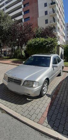 Carro Mercedes-Benz