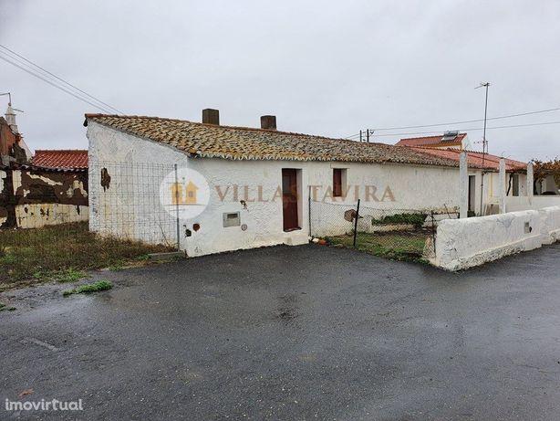 Casa Antiga para recuperar com pátio e espaço exterior