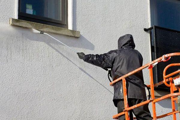 Lavagem de telhados e paredes
