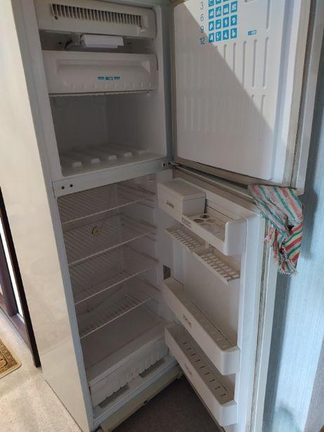 Холодильник двух камерный Stinol - 110 no frost