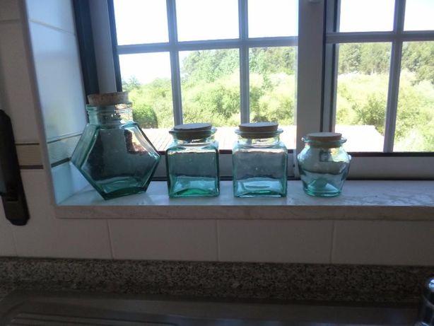 Diversos Conjuntos de 4 frascos de vidro