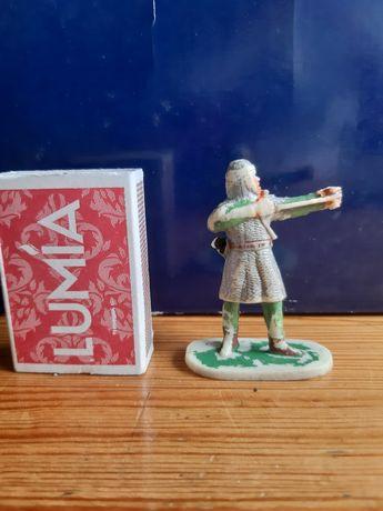 figurka łucznik rycerz