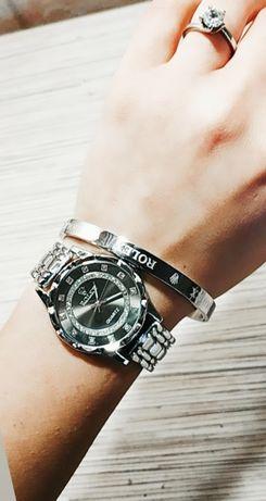 Часы на браслете