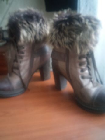 Сапожки , ботинки для девушки