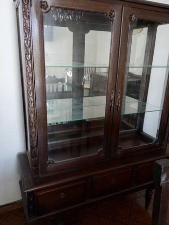 Mobília antiga de sala de jantar em mogno