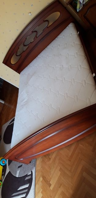Sprzedam solidne drewniane łóżko 160x200 cm z materacem