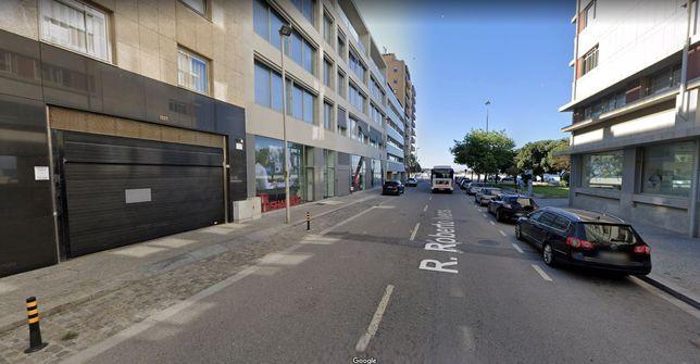 Garagem Praia Matosinhos Sul Rua Roberto Ivens 1321 Carro + Mota 18m2