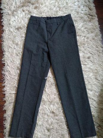spodnie chłopięce szare 9-10 lat marki mark&spencer