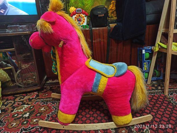 Лошадка каталка для ребенка