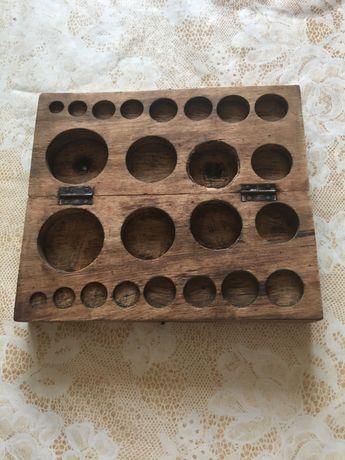 Stara drewniana kasetka na odważniki