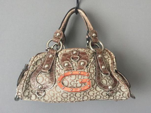 Класная повседневная сумка Guess.