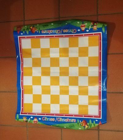 Jogo de xadrez em plastico