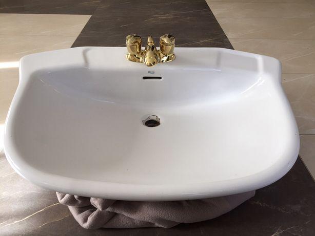 Umywalka nablatowa Roca z bateria Moen