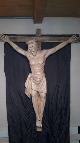 Rzeźba ukrzyżowanego Chrystusa