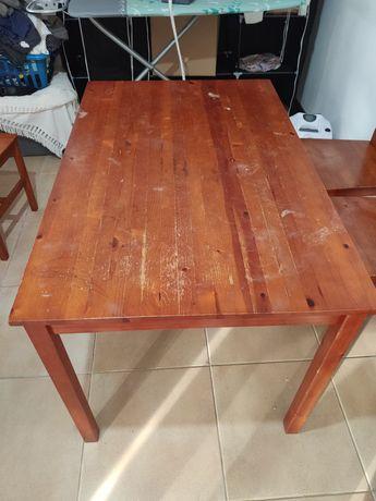 Vendo mesa com 4 cadeiras em madeira