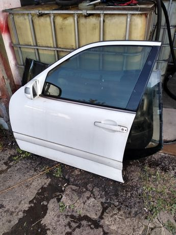 Двері передні мерседес W210