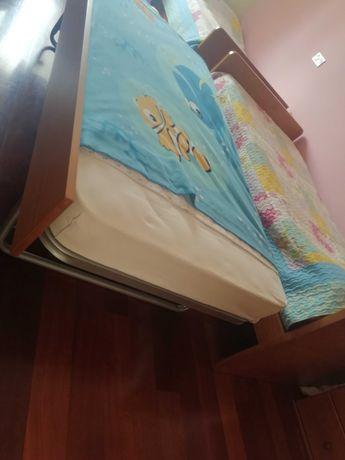 Conjunto de duas camas duplas de solteiro