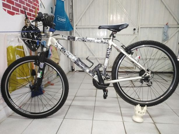 vendo Bicicletas e capacetes e lus led marca specialized