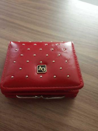 Nowy, elegancki portfel czerwony damski, portmonetka