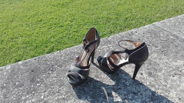 Sandálias salto alto - Tamanho 38