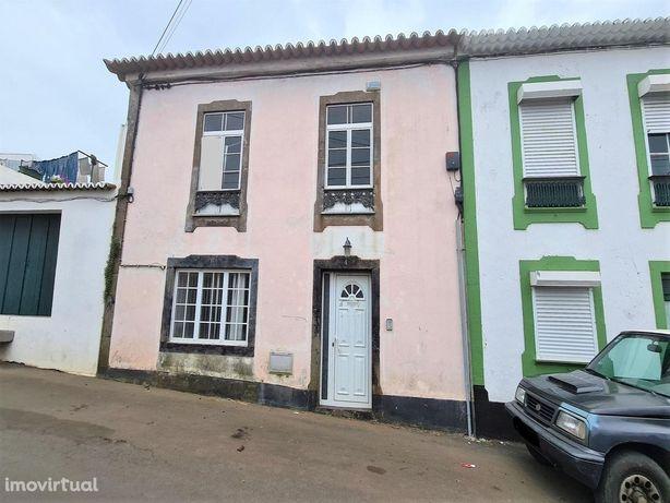 House/Villa em, Angra Do Heroísmo REF:1899