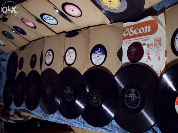 Lote de 87 discos de grafonola portugueses e musica latina
