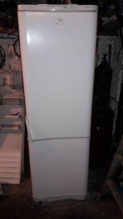 Продам двухкомпрессорный  большой холодильник Indesit, двухкамерный.