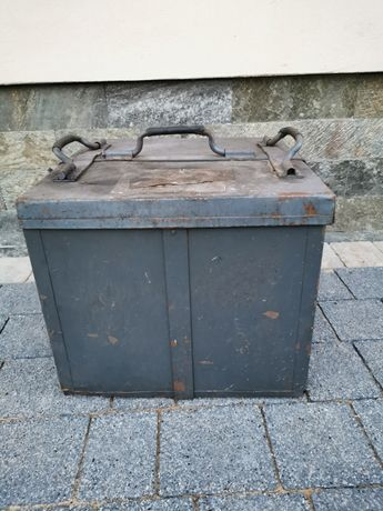 Stara skrzynia kufer metalowa