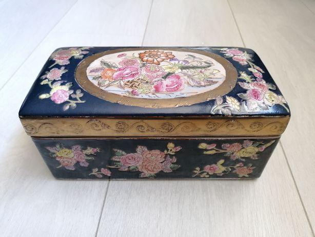 Caixa Chinesa antiga, em cerâmica e pintada à mão com motivos florais